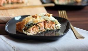 Пирог с лососем, сыром и шпинатом: рецепт с фото